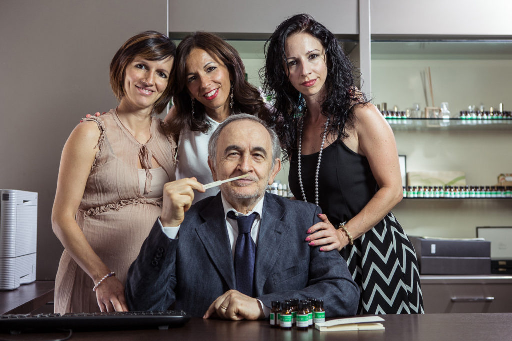 La famiglia Farotti: da sinistra Lara, Letizia e Daniela; al centro il papà Giuliano.